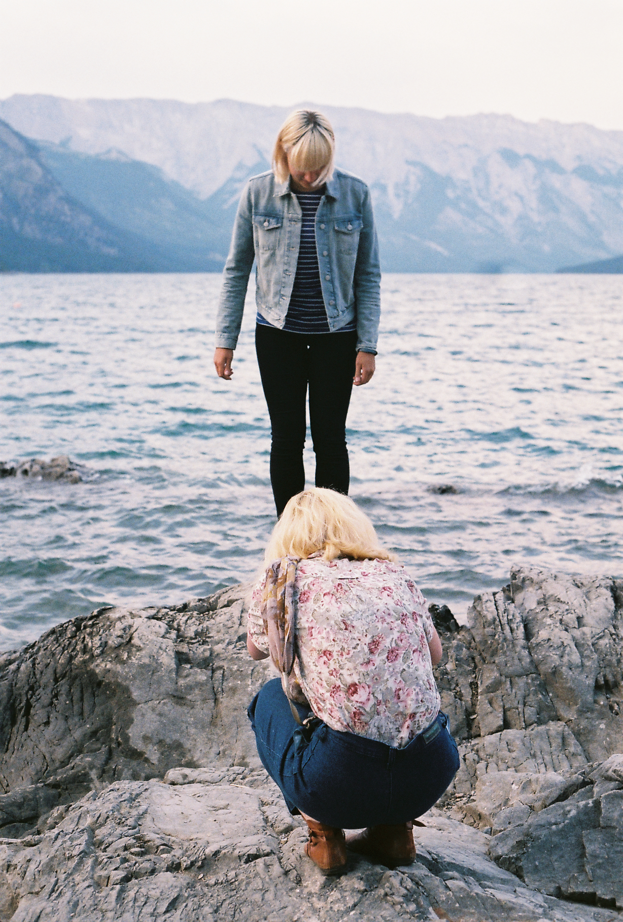 carmyn & elyse at lake minnewanka